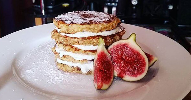 Oat pancakes with figs